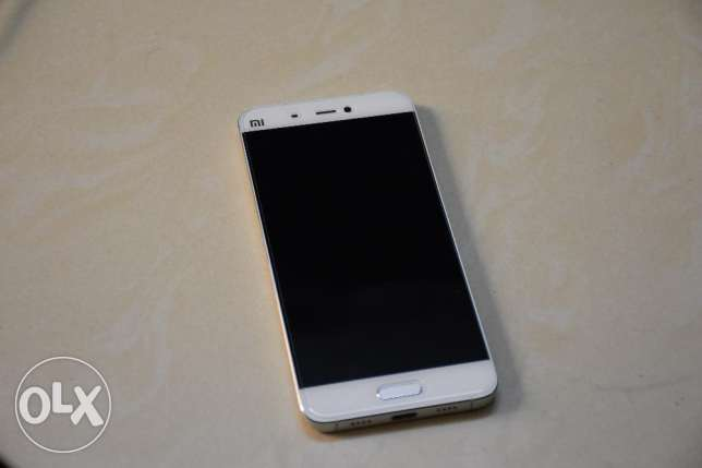 Xiaomi mi5 excellent scratch free 10/10 condition used for few months