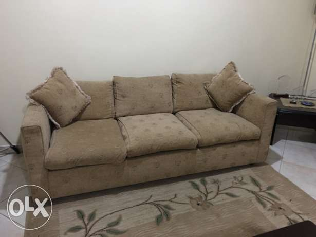 7 seater sofa with 4 side tables and carpet جدة -  6
