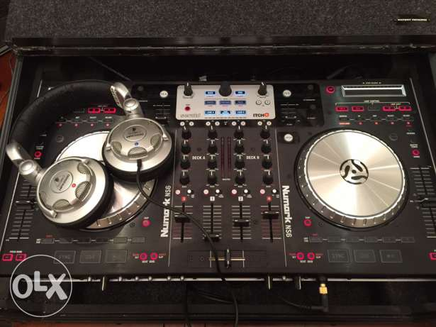 Numark NS6 - With travel case and laptop stand