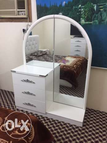 A Classy White 7 piece Bedroom set. Almost new. مكة -  6