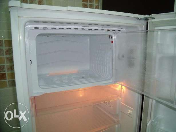 Fridge - in clean and very good condition رأس تنورة -  4
