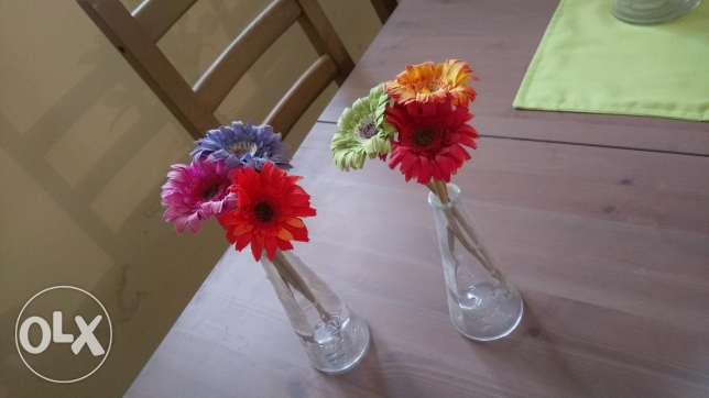Small vases with fake flowers