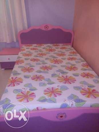 Girls bed+side table with soft dreams branded matress !