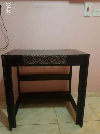 IKEA Revolving office chair/ IKEA Table الرياض -  1