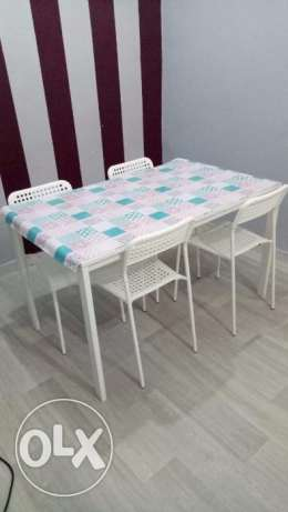 IKEA Table + 4 Chair with good condition